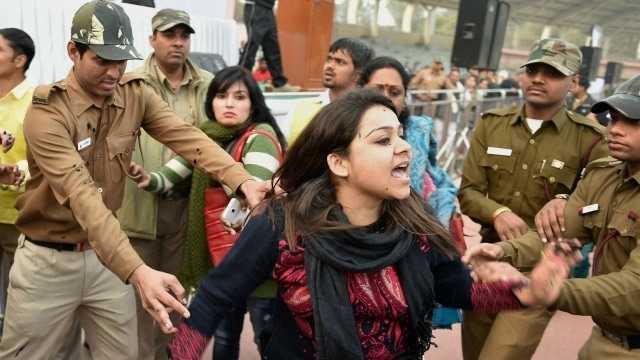 Woman's bid to blacken the face of Kejriwal starts AAP -BJP blame game