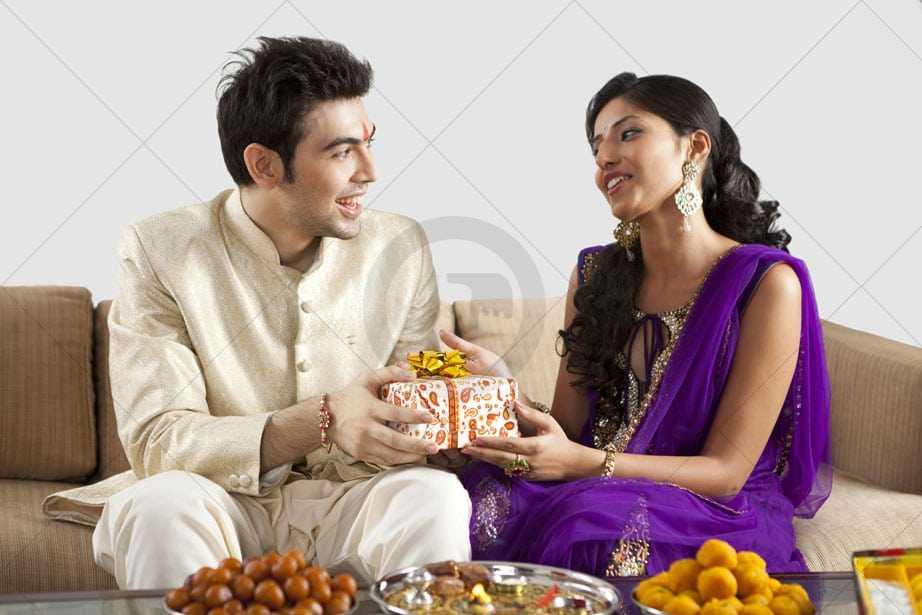 raksha bandhan pictures of brother and sister
